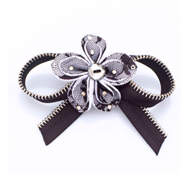 Tarina Tarantino Clip Anywhere Bow